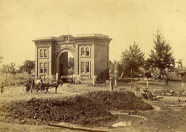 hill-gatehouse